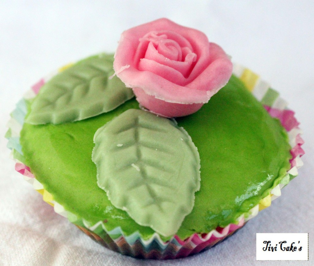 Tivicakes cupcake fleur for Decoration pate a sucre