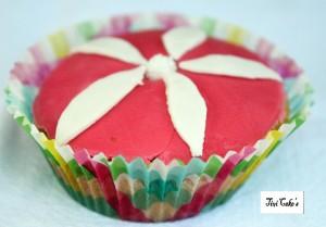 cupcake fleur dans Cupcakes avec décoration en pâte à sucre 006b-300x209
