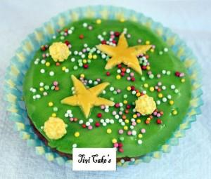 cupcake étoilé dans Cupcakes avec décoration en pâte à sucre 009.bjpg_-300x255