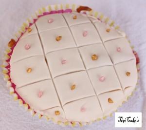 cupcake quadrillé dans Cupcakes avec décoration en pâte à sucre 014b-300x267