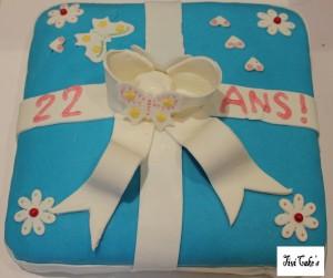 gâteau cadeau dans Gâteaux avec décorations en pâte à sucre 1-bis-300x251