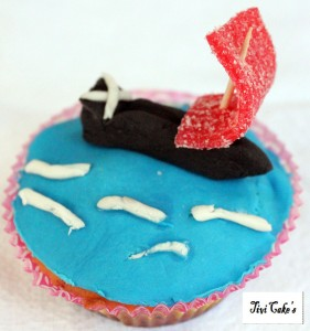 Cupcake bateau dans Cupcakes avec décoration en pâte à sucre 3-bjpg-281x300