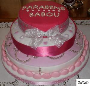 gâteau de princesse dans Gâteaux avec décorations en pâte à sucre gateau-21-300x288